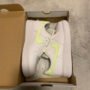 Nike Yellow Airforce 1